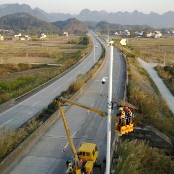 高速公路太阳能监控风光互补供电