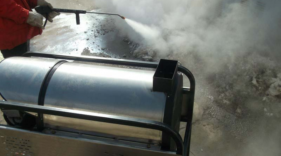 High pressure hot water deicing cleaning